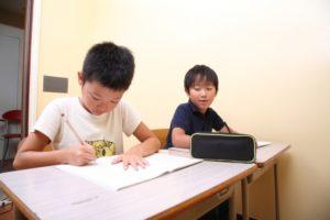塾に通う子どもを応援画像
